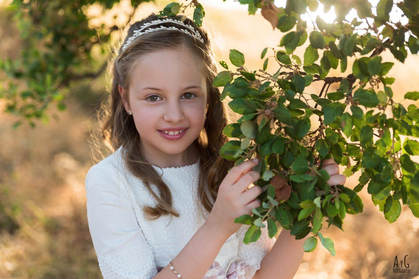 Fotografia de comunion en exteriores - La Carlota - Cordoba  - niña de comunion - aygfotografos