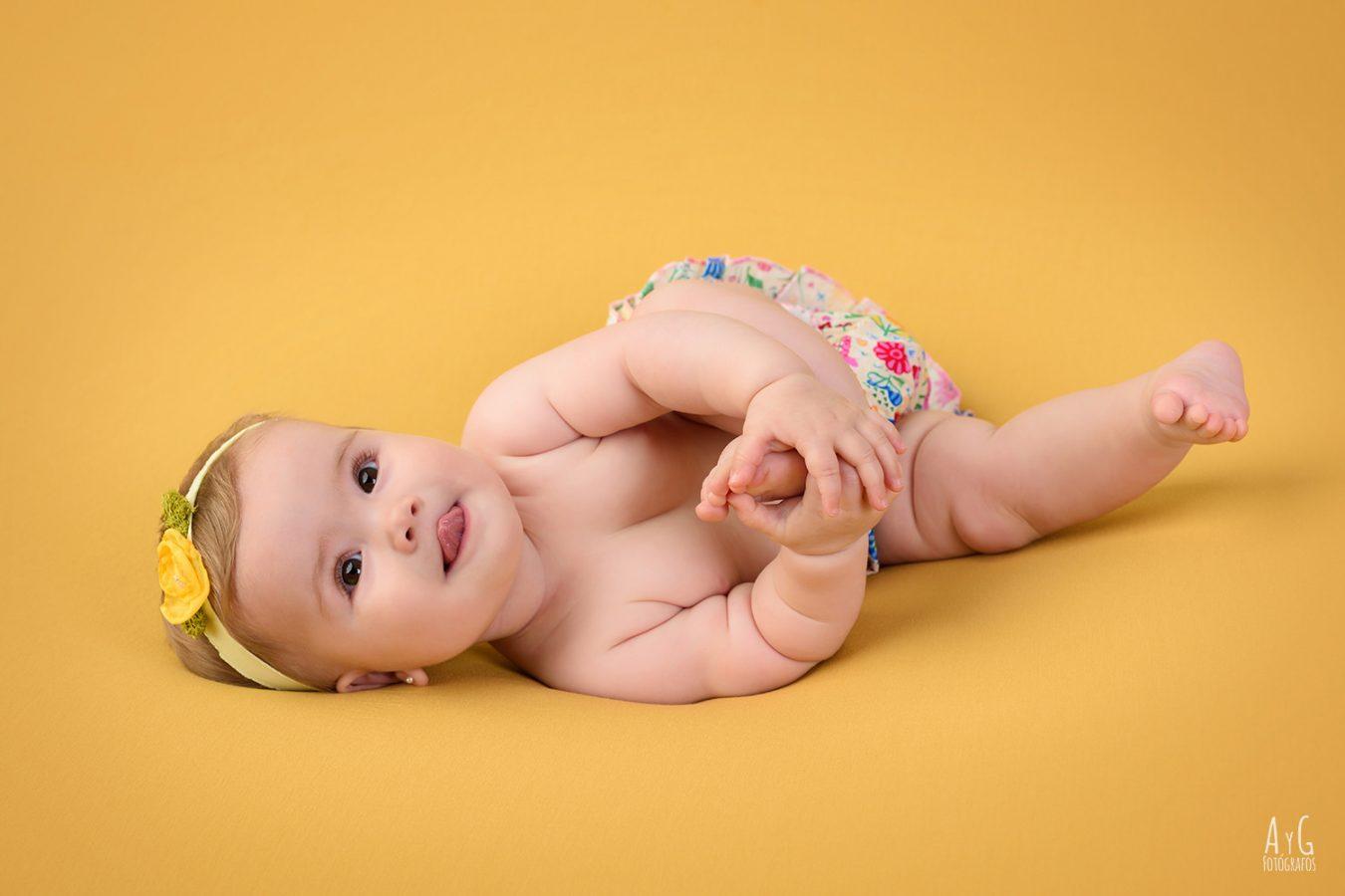 sesión infantil, bebés. Fotografía profesional en estudio en La Carlota, Córdoba.